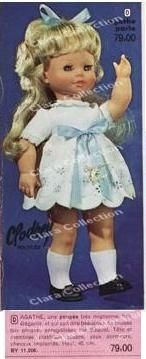 Agathe  en catalogue avec robe blanche