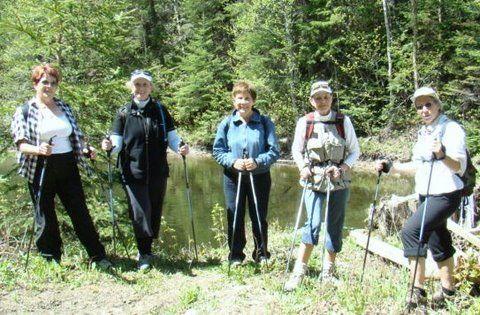 quelques personnes du groupe de Lac au Saumon