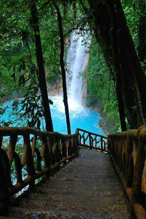 La cascade est très bonne pour l'âme, descendons vers elle.
