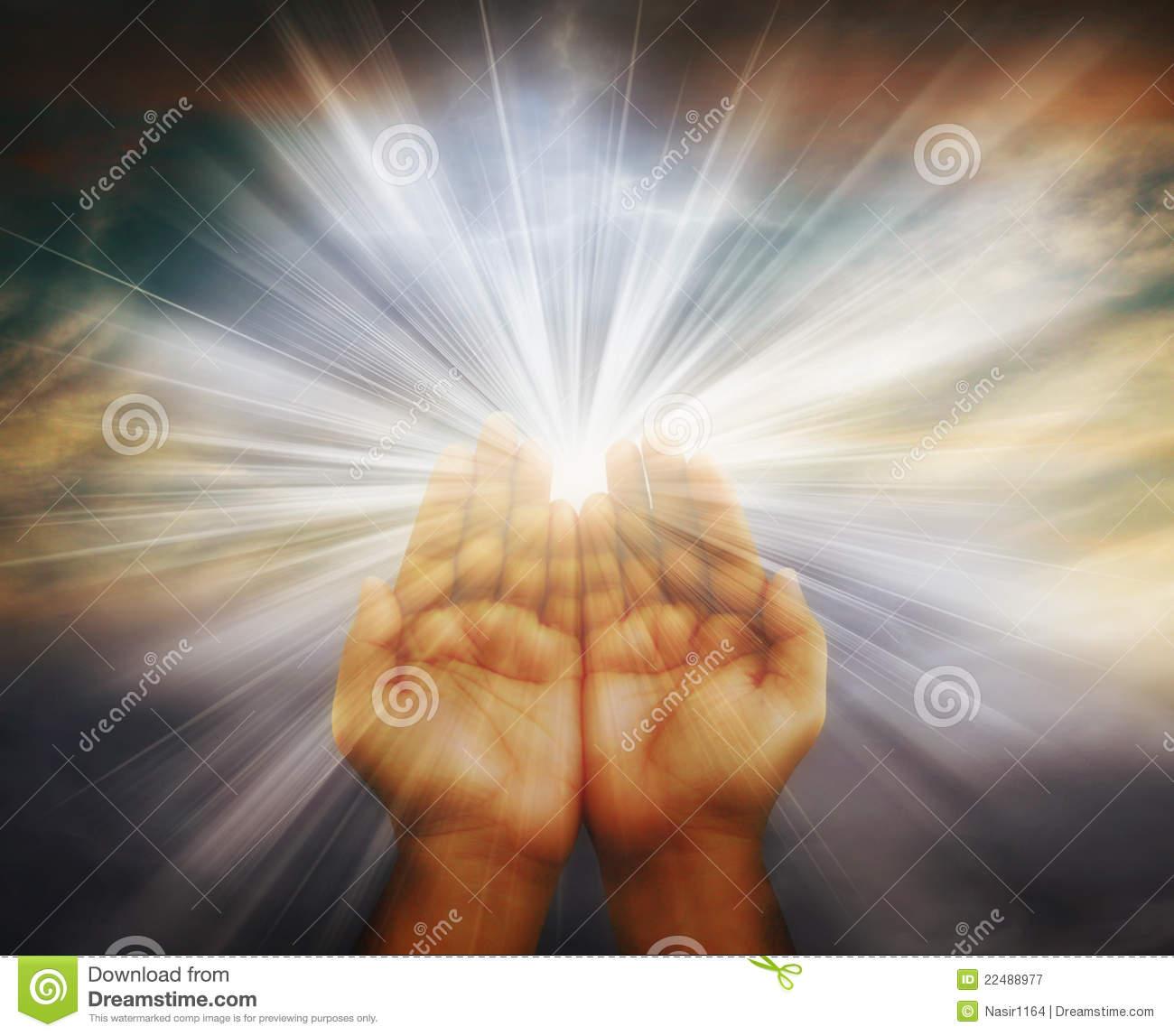 Lumière spirituelle dans nos mains