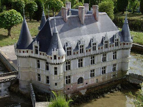Véro au Parc des Mini-Châteaux d'Amboise