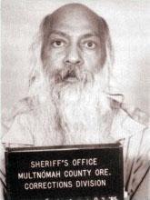 Osho_(Bhagwan_Shree_Rajneesh)_-_Mug_shot_Multnomah_County_Oregon_USA_1985.jpg