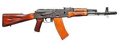 Une kalashnikov, fusil d'assaut russe.
