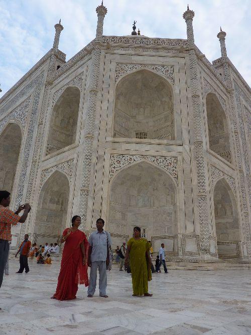Hindi devant le Taj Mahal