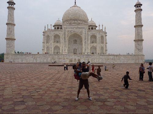 Ensemble devant le Taj Mahal