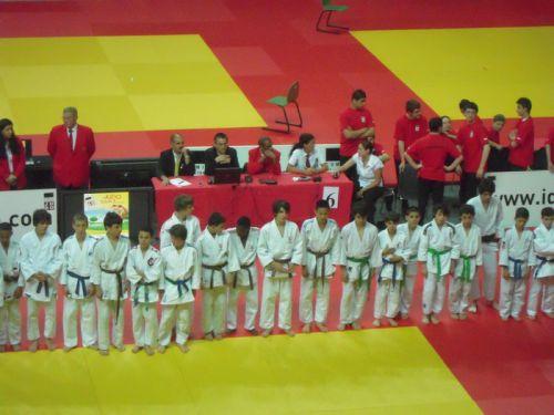Perdus au milieu de la foule des combattants , Simballa , Matthieu, Nassim et moi , encore plein d'espoir avant le début de ce championnat.