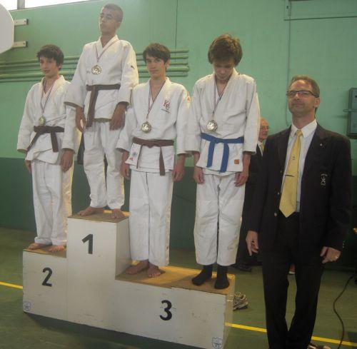 Je suis toujours monté sur le podium du criterium . Cette fois , je termine 3eme