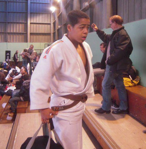Yannick est tres déçu par sa compet'. Il ne monte pas sur le podium . Le prochain tournoi est pour toi, j'en suis certain !