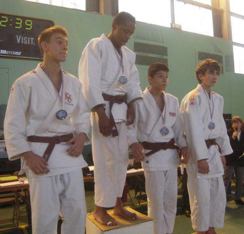 Antoine , à gauche, fait 2eme du tournoi . Super ! Hélas , c'était sa derniere compétition avec le KCC. Tu vas nous manquer champion .