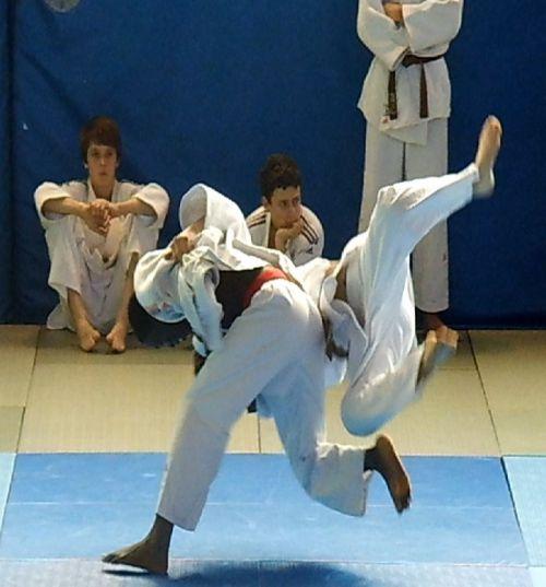 Simballa lance son attaque et marque ippon