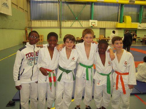 Raphael , 1 de mes 2 meilleurs amis est venu encourager Olivier ,Thomas , Matthieu , Simballa ( mon 2eme meilleur ami) et Maxime