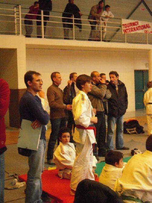 Yann Claverie prof de  l'école de judo du KCC . Jérome qui termine 5eme et debout , Antoine qui se place 2eme