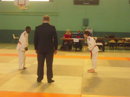 Kevin à gauche , remplaçant de Yannick . Il gagne 1 combat sur 2...Pas mal !
