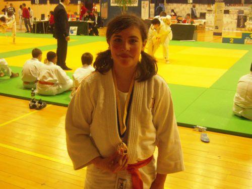 Héléna gagne ce tournoi de Massy dans sa catégorie. Bravo , c'est une habituée des podiums