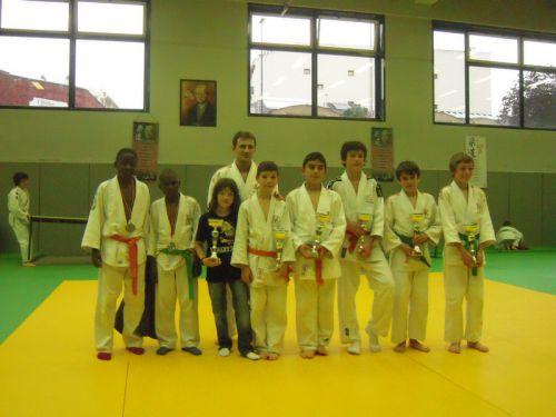 Yann Claverie , prof de l'école de judo, a fait du bon boulot . Ses éleves trustent les premieres places