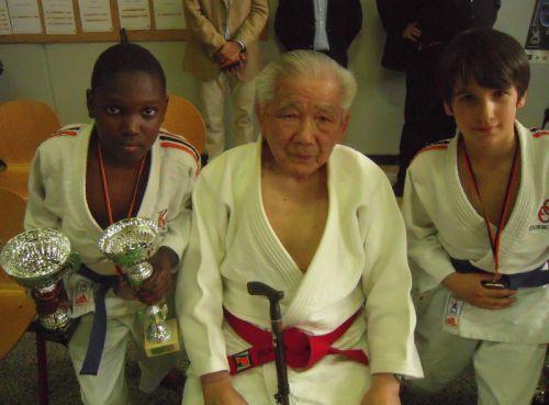 Quelle fierté pour Simballa et moi de poser auprés d'une légende du judo le Maitre Shozo Awazu.