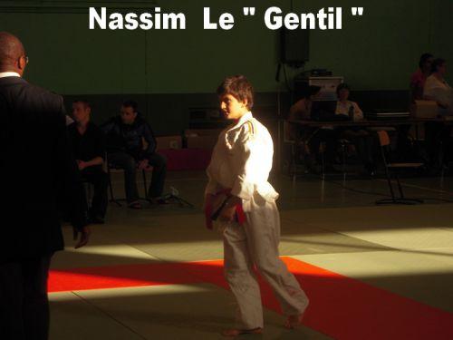 Nassim est serieux et gentil . J'ai débuté avec lui . Il a de tres grandes qualités et je sais qu'en minimes il va se réveler.