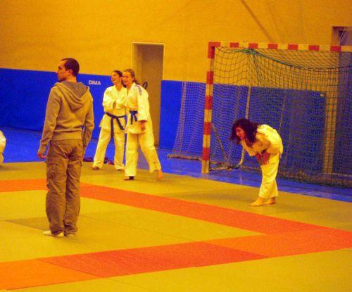 Tu sais , Héléna ...Au judo pas besoin de gardiens de but  .LOL !