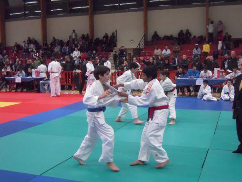 Amis au bord des tatamis mais adversaires en combats
