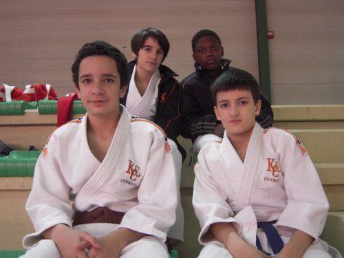 Jérome , Nassim , Simballa et moi . Les 3 grands ( Momo , Antoine , Hédi ) étaient à Morangis pour une compet' par équipes