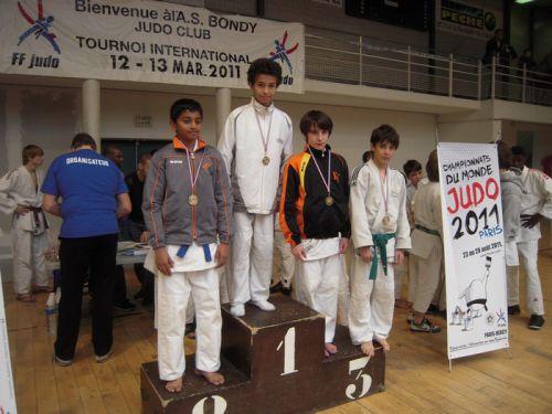 Regardez bien ce podium. Olivier ( Chatillon ) Lahiru (ACBB) Et moi , Thomas (KCC ). Si on ajoute mon ami Simballa ( qui finit 5eme)