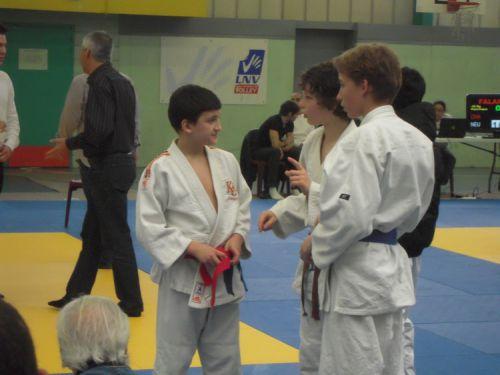 Nicolas , au centre prend la 3eme place et Nassim à gauche termine 5eme