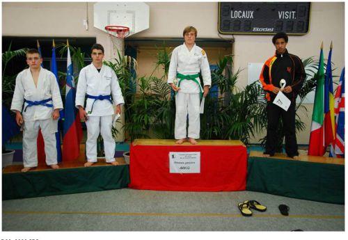 Félicitations au King Mohamed , seul judoka du KCC qui monte sur le podium. Il termine 2eme.