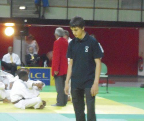 Yanis , le grand frere de mon copain Nassim était venu arbitrer cette prestigieuse compétition