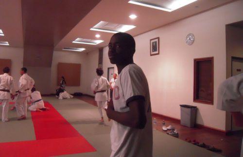 Tout comme moi qui n'était pas qualifié , Vang Si le champion cadet du KCC était venu encourager ses camarades. C'est ça , l'esprit club !