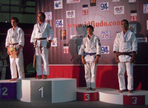 En montant sur la deuxième marche du podium , Hédi réussit un exploit digne du talent que nous lui connaissons tous. Le nouveau vice- champion d'Ile de France a réalisé une compet magnifique. Félicitations !