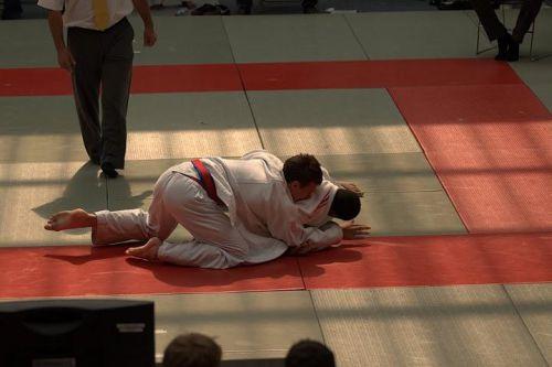 King Mo menait son combat sans trop de difficultés lorsqu'il s'est fait prendre au sol par un adversaire