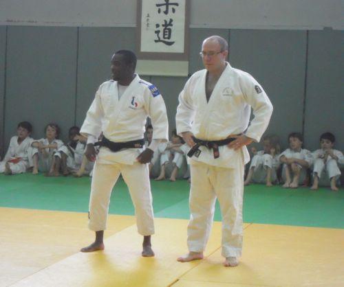 Le président du Kodokan Club Courbevoie , Monsieur Charles Rouillier et son invité d'honneur Dimitri Dragin 5e aux Jeux olympiques de 2008 à Pékin en moins de 60kg
