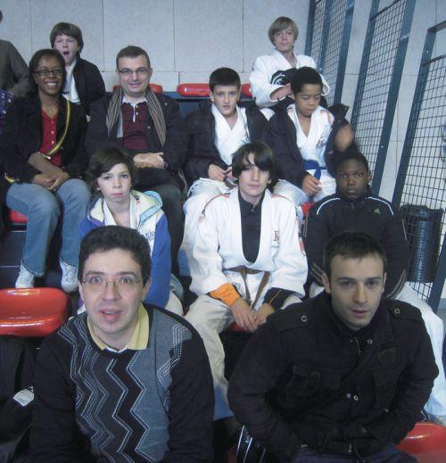 Le coach des minimes du KCC , Romain Thomas , les parents et les judokas , avant le début du tournoi relevé de Fresnes