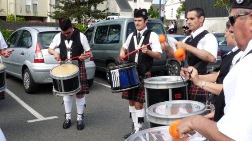 Askol Ha Brug Pipe Band à la répétition avant le défilé