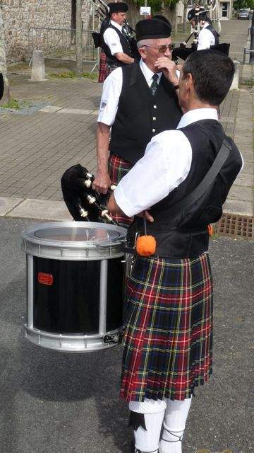 Drumer and Piper of Askol Ha Brug Pipe Band
