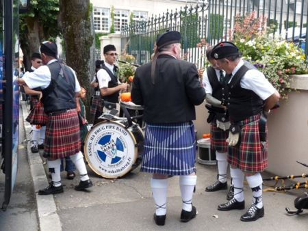 Peter Mac Namee and Askol Ha Brug Pipe Band