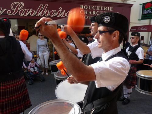 Reun et Askol Ha Brug Pipe Band au défilé de la fête Bretonne du Pouliguen