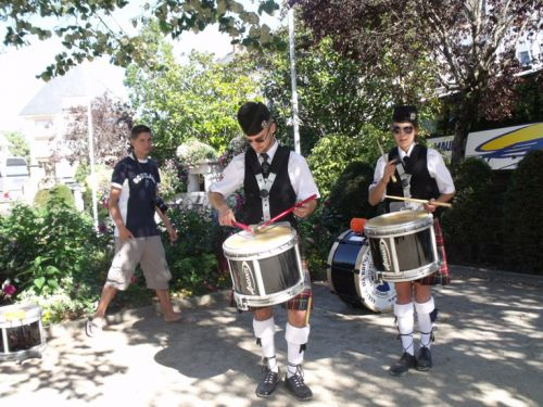 Warm up of drummers of Askol Ha Brug Pipe Band at