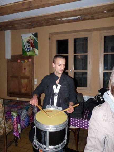 Soirée dans le bar du village entre le groupe Beltan & Askol Ha Brug Pipe Band