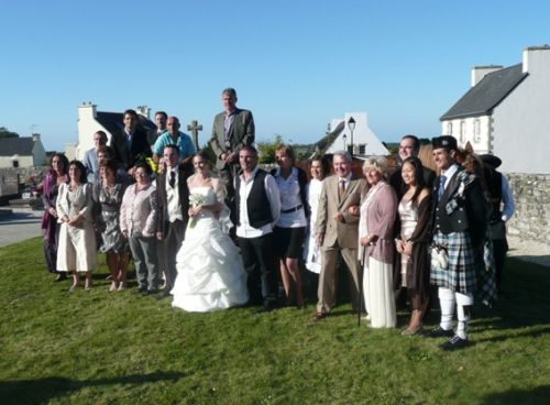 Marine and Lionel YVEN and the family of Lionel including Reun JEZEGOU kilted