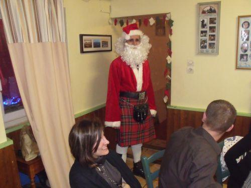 Il est beau le Père Noël en Kilt !