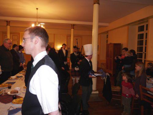 Yves TRIPON à la Cornemuse pour la présentation du Haggys lors de la Burn's Night au Collège International de Chavagne en Pailler (85)