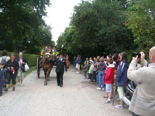 La voiture à cheval ouvre le 1er défilé