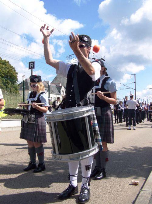 Reun JEZEGOU & Isle Of Cumbrea Pipe Band au défilé de l'Interceltique à Lorient