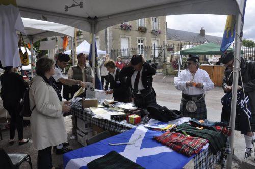 Stand de la SKF (Kilt Society de France) à Aubigny Sur Nère