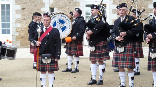 The Pipers and the old Canne Major