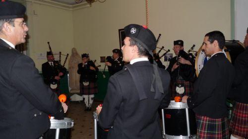 Askol ha Brug Pipe Band at the main entrance