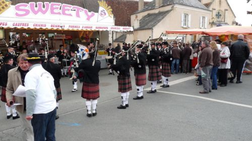 Askol Ha brug Pipe Band in 125nd triomphante of Mers-Sur-Indre (36).