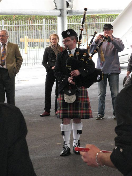 Yves TRIPON (Pipe Major) à l'hypodrome Pornichet
