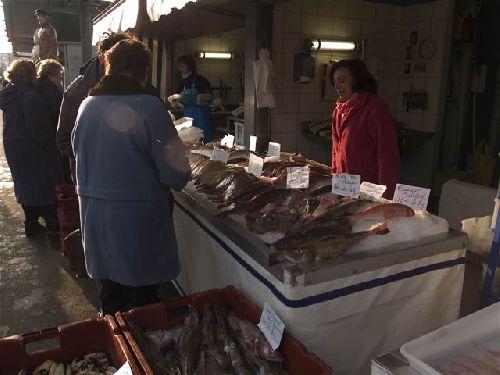 étal à poissons sur le port (photo de gégé)
